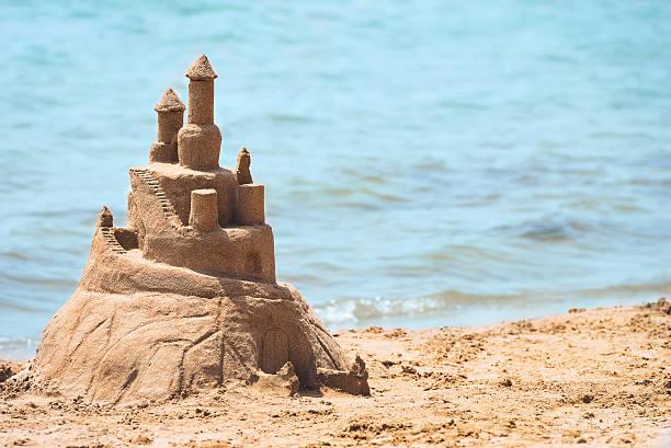 built house sand castle - chateau de sable photos et images de collection