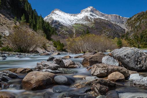 Bujaruelo's valley river & rocks silk effect