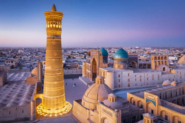 Buchara Usbekistan Kalyan Minaret und Madressa Sonnenuntergang Dämmerung – Foto