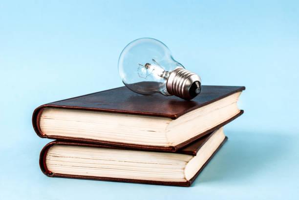 Bombilla Idea Concepto Creativo En Portada De Libro En