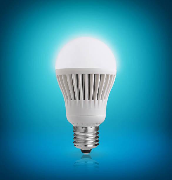 led-leuchtmittel - glühbirne e27 stock-fotos und bilder