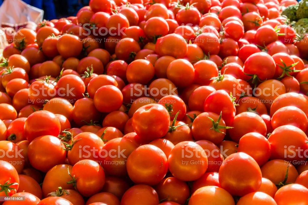 Bulk display of red tomatoes foto stock royalty-free