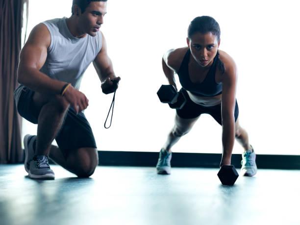 gonflant ces biceps un représentant à la fois - chrono sport photos et images de collection