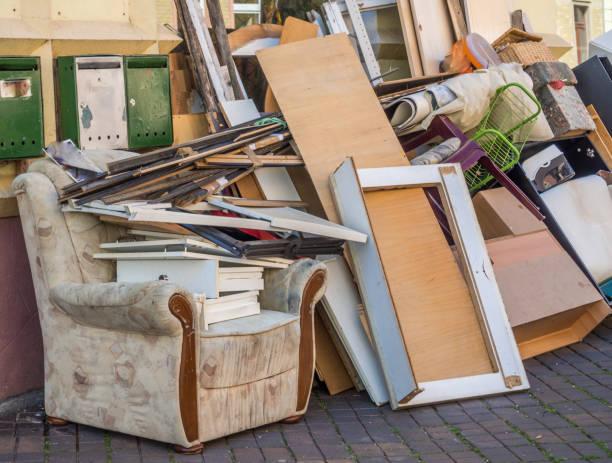 bulky waste on the road - obsoleto foto e immagini stock