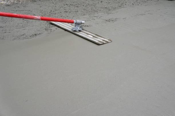 bull neu schwimmende beton gegossen - auffahrt stock-fotos und bilder