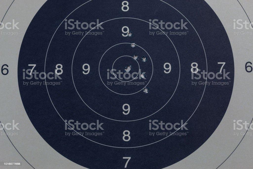 Einschusslöcher in der Ziel-schwarz – Foto