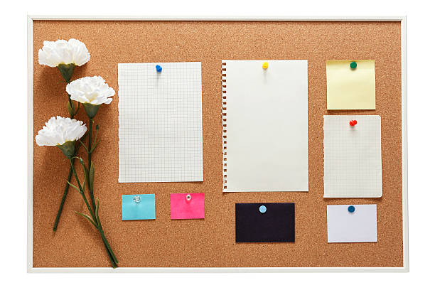 bulletin board with note paper - korkwand stock-fotos und bilder
