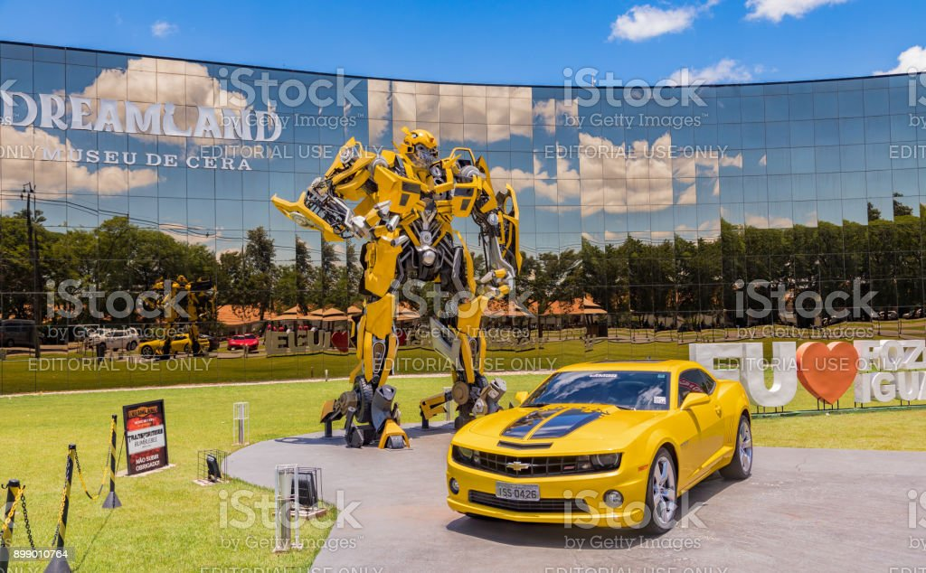 Bumblebee Transformer in front of the Wax Museum 'Dreamland' in Foz do Iguacu near the famous Iguacu Falls. - foto stock