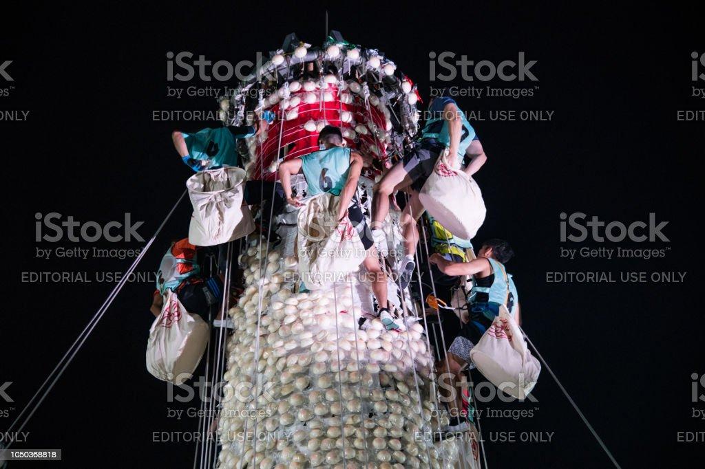 """""""Bun snatching"""" - Cheung Chau Bun Festival Cheung Chau, Hong Kong - May 23, 2018: the traditional """"Bun snatching"""" activity in Cheung Chau Bun Festival 2018 Stock Photo"""