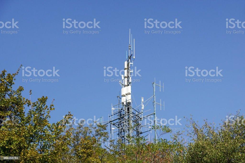 Bunch of antennas on tower on top of hill . - Zbiór zdjęć royalty-free (Bez ludzi)