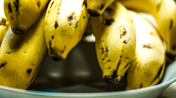 Bando de banana maçã. Foco seletivo. - foto de acervo