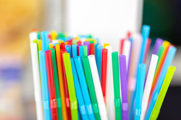 bunch of colorful plastic sipping straws in wooden box at cafe counter. drinks decoration and accessories. bright multicolored background - palha imagens e fotografias de stock