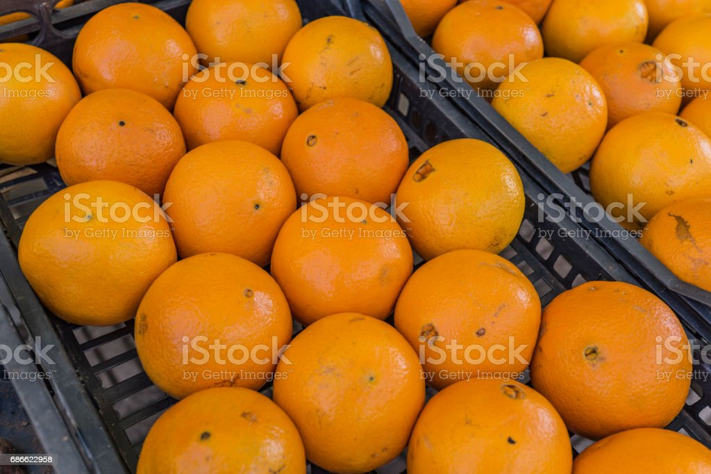 Bunch of fresh mandarin oranges or Tangerines in the black basket in south Italy market photo libre de droits