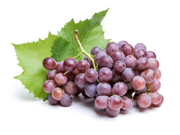 racimo de uvas sobre fondo blanco - grapes fotografías e imágenes de stock