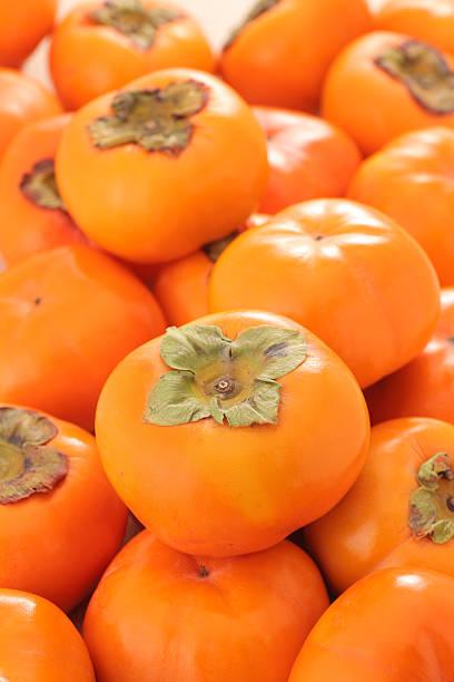 kaki kaki - sharonfrucht stock-fotos und bilder