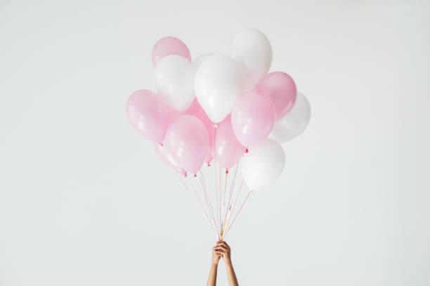 bunch of pink and white balloons - mulher balões imagens e fotografias de stock