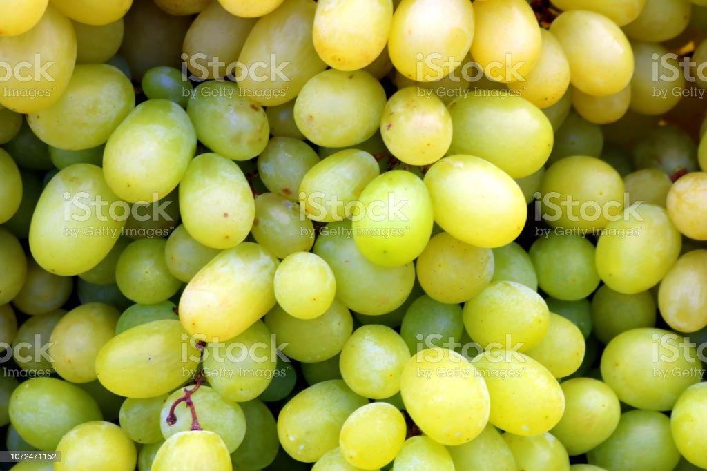 Reife grüne Weintraube auf einem Markt in Südeuropa, Detail, Nahaufnahme – Foto