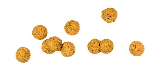 bunch of scattered ginger nuts from above - kruidnoten stockfoto's en -beelden