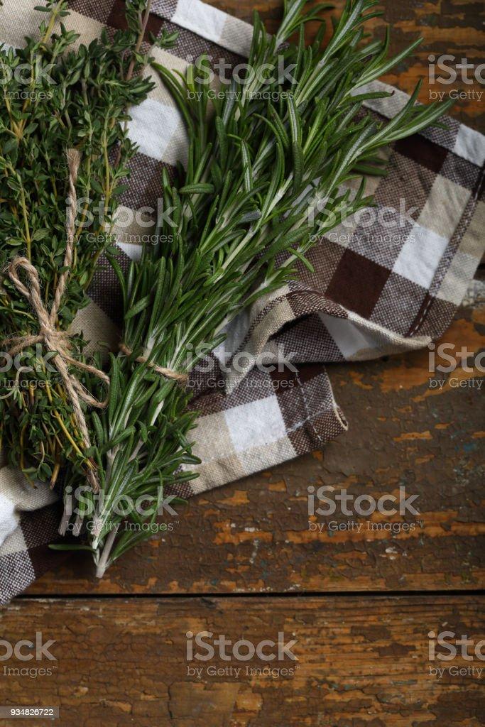 백 리 향과 나무에 로즈마리의 큼 - 로열티 프리 0명 스톡 사진