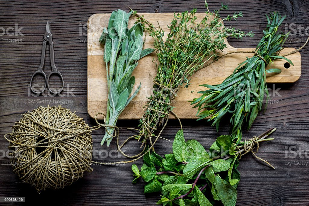 bundle of sage and thyme on wooden board top view foto de stock royalty-free