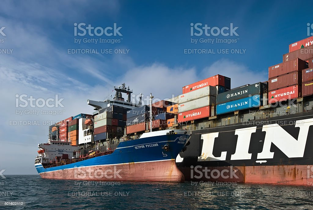 Bunkering tanker Ostrov Russkiy container ship NYK Aphrodite. stock photo