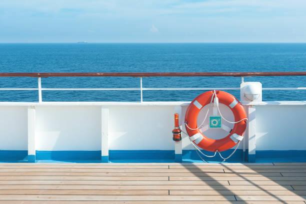 boje und deck - wasser sicherheitsausrüstung stock-fotos und bilder