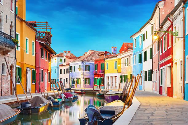isla de burano venecia italia - venecia fotografías e imágenes de stock