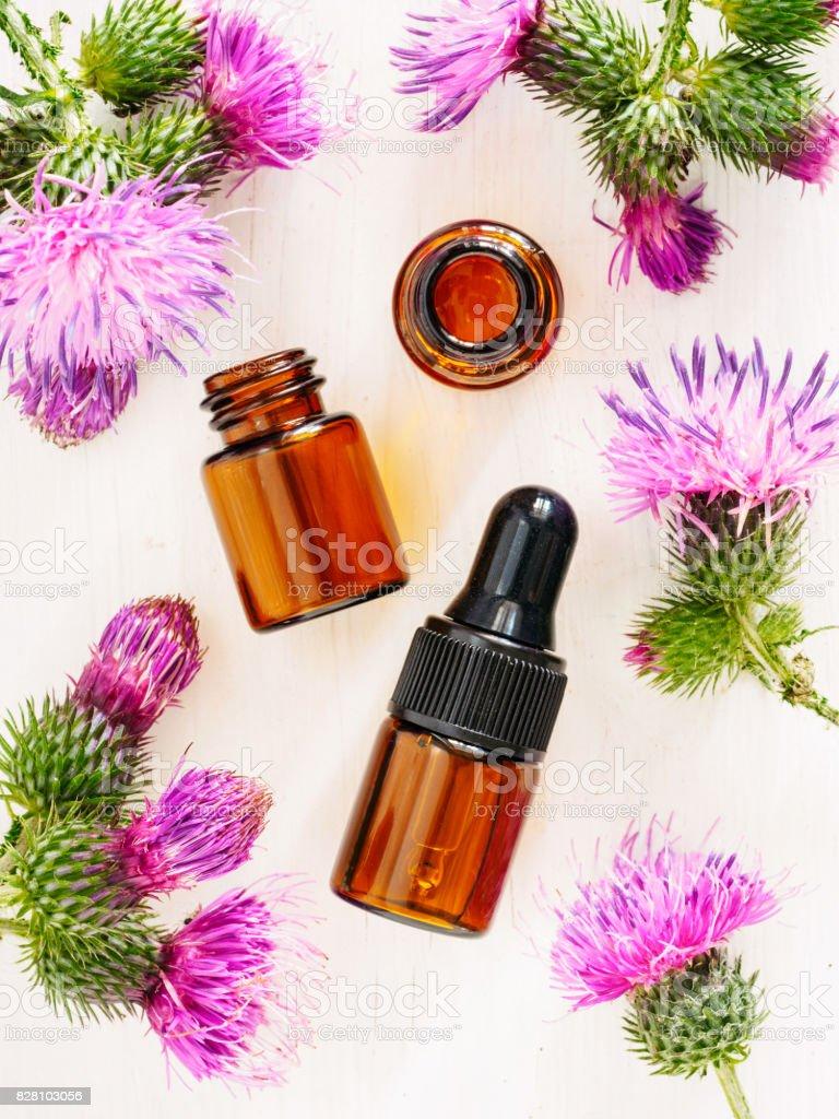 burdock oil in small glass bottle, top view - foto stock