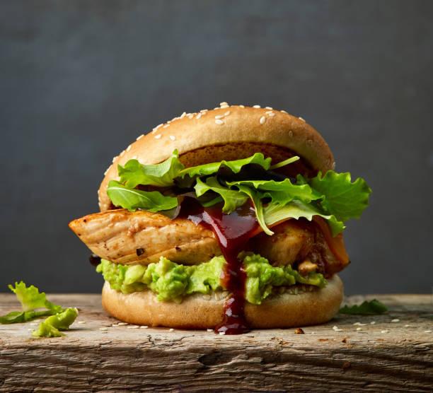 burger tavuk eti ve avokado - burger and chicken stok fotoğraflar ve resimler
