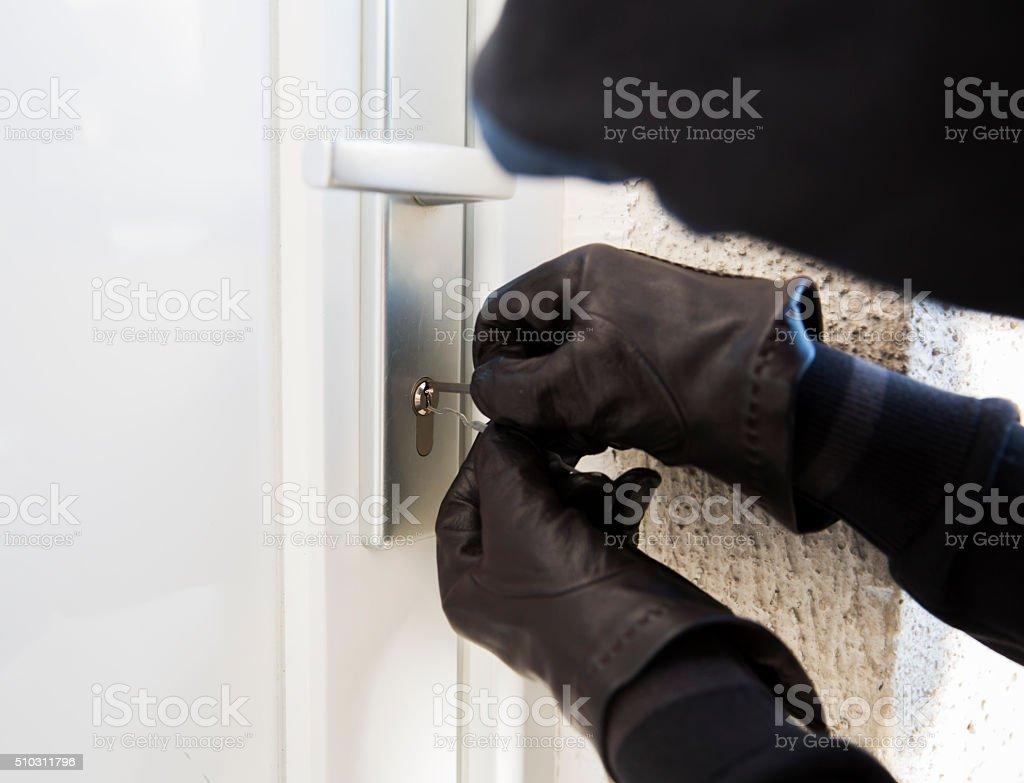 Einbrecher mit spezieller tools, um eine house - Lizenzfrei Aggression Stock-Foto