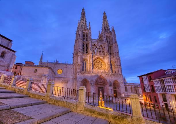 catedral de burgos en españa. - burgos fotografías e imágenes de stock