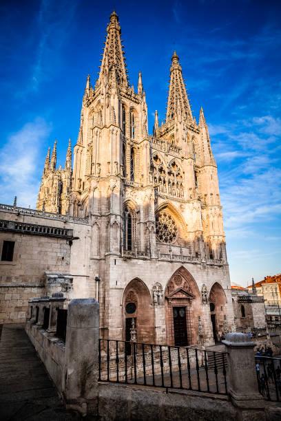 catedral de burgos - burgos fotografías e imágenes de stock