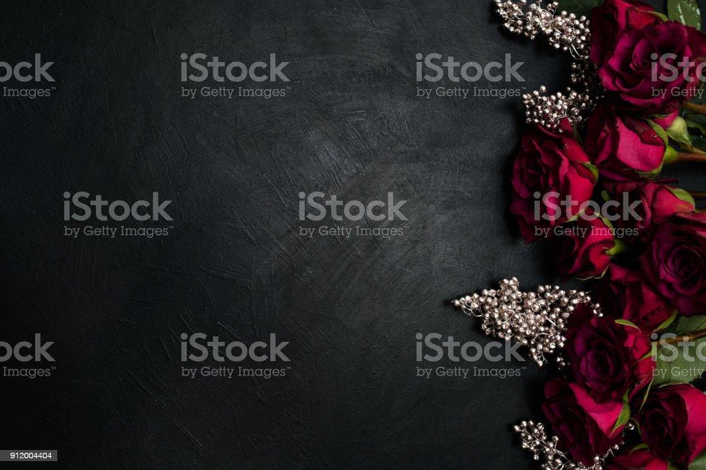 Fotografia De Amor De Pasion De Fondo Oscuro De Rosas Rojo Burdeos Y