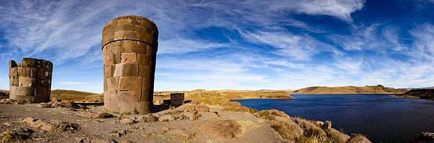 埋葬\;;タワーズは、古代遺跡のシルスタニ,ペルー - プノ ストックフォトと画像