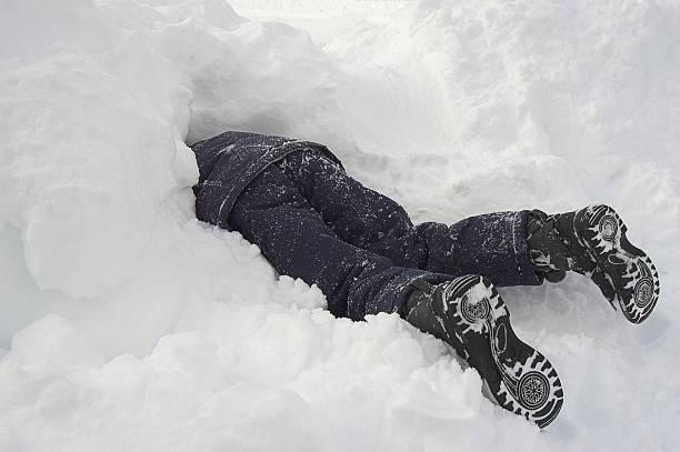 buried in snow - gömülü stok fotoğraflar ve resimler