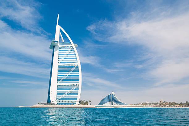 Burj Al Arab Hotel in Dubai aus dem Meer – Foto