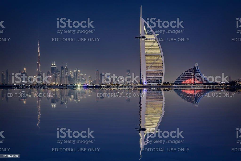 Burj Al Arabische Hotel mit Skyline von Dubai, Dubai – Foto