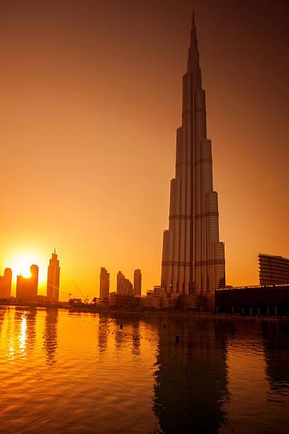 burj khalifa in dubai, united arab enirates - größte städte der welt stock-fotos und bilder