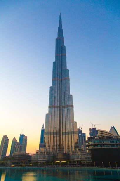 burj khalifa tower aussicht bei sonnenaufgang - größte städte der welt stock-fotos und bilder