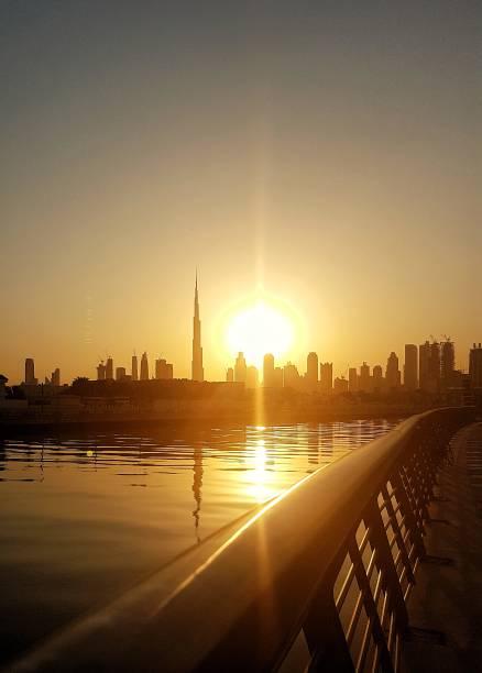 Burj Laura und Dubai Creek Kanal Erweiterung bei Sonnenaufgang – Foto