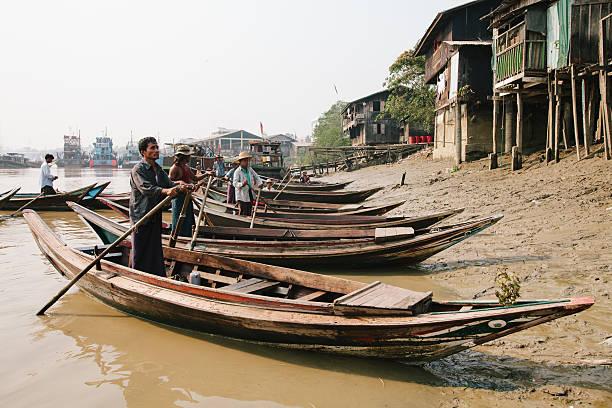 Birman conducteurs de canoë - Photo