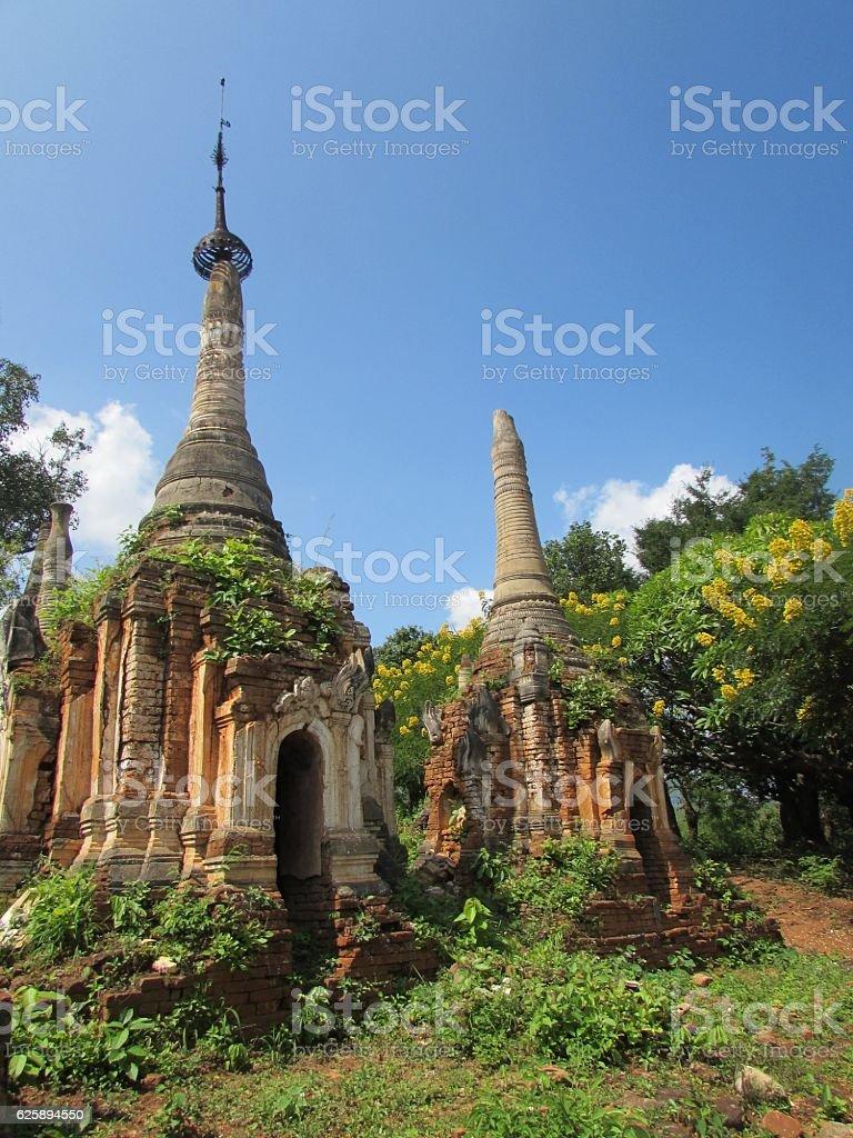 Burmesse Old Pagodas in Inle Lake stock photo
