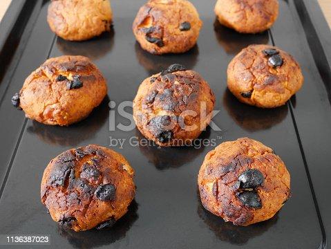 istock Burned cornflake and raisin cookies 1136387023