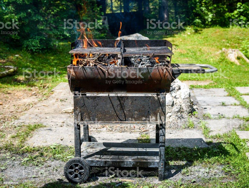 Nettoyer Un Vieux Tableau photo libre de droit de brûlant et préchauffage vieux