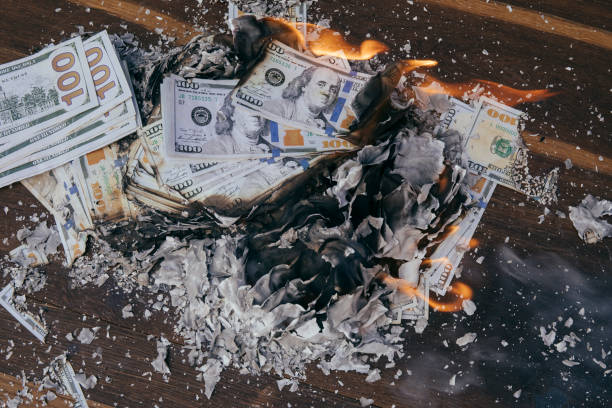 Burning cash Pile of cash burning with flames debt ceiling stock pictures, royalty-free photos & images