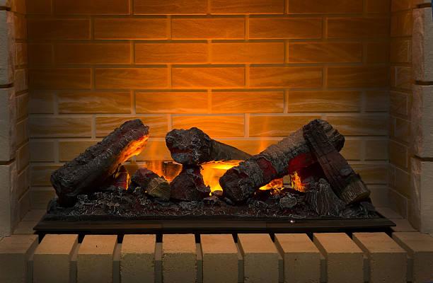 queima de lenha na lareira de tijolos - inserindo - fotografias e filmes do acervo
