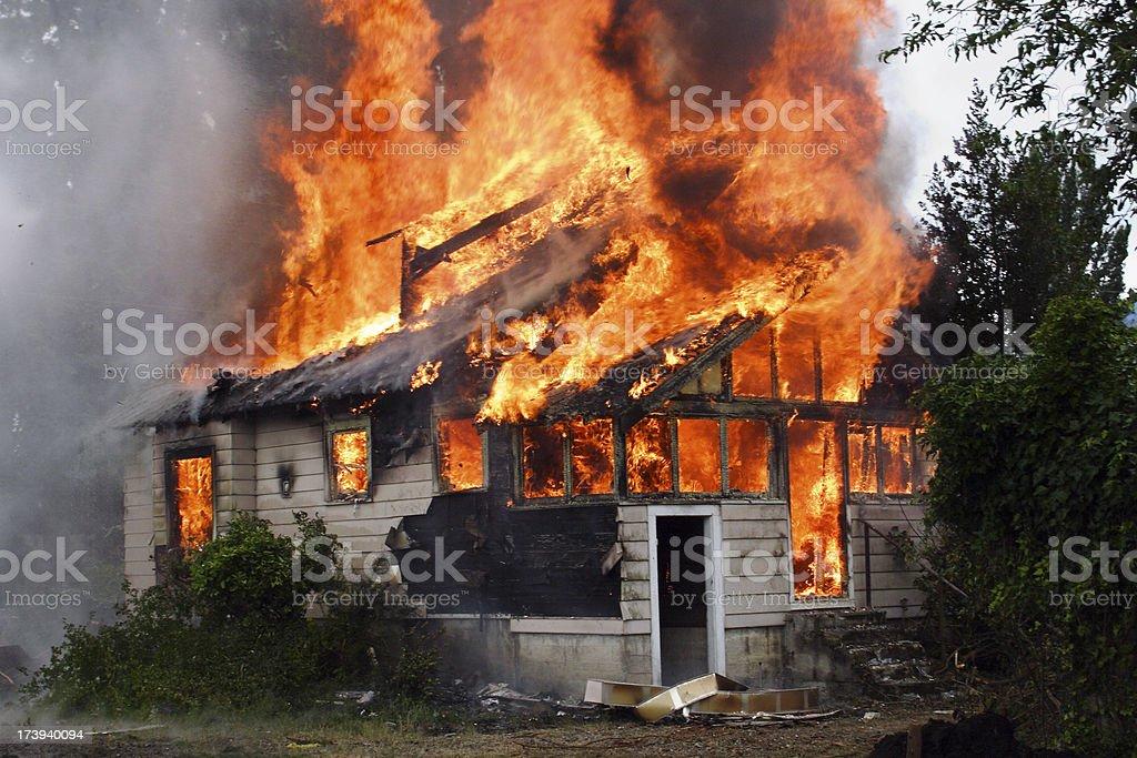 Burning House – Foto