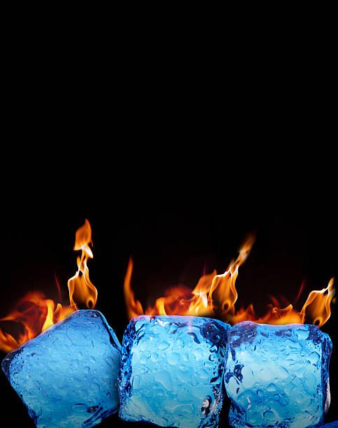 bruciare cubetti di ghiaccio su sfondo nero - ice on fire foto e immagini stock