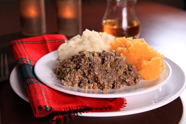 burns night haggis - schottische kultur stock-fotos und bilder