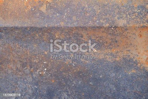 istock Burnt car door background, texture of rusty metal close up 1323903119